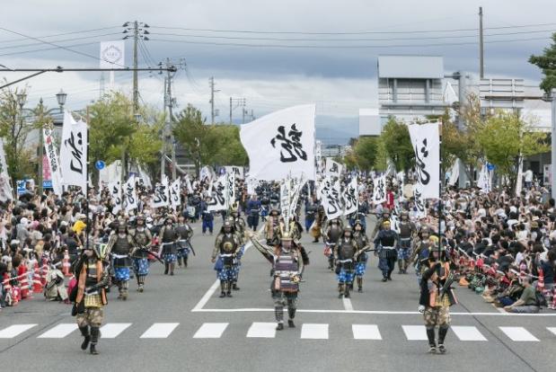 Lord Kenshin Festival (at the foot of Kasugayama Castle ruins)